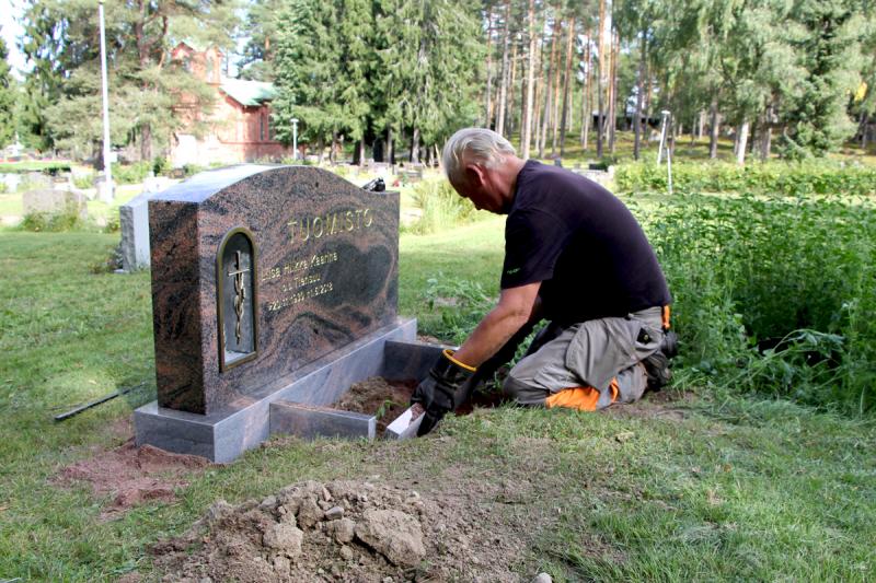 Kukkalaatikko haudalle